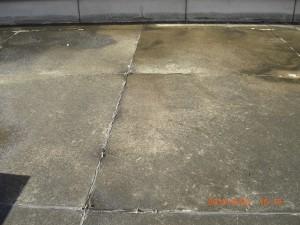 排水口の清掃によって水はけが良くなり乾いた屋上