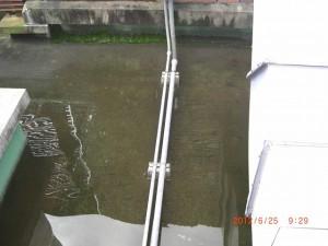 排水の詰まりから床面に溜まってしまった水